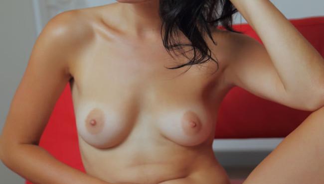 Malena gata novinha muito linda peladinha em fotos sensuais