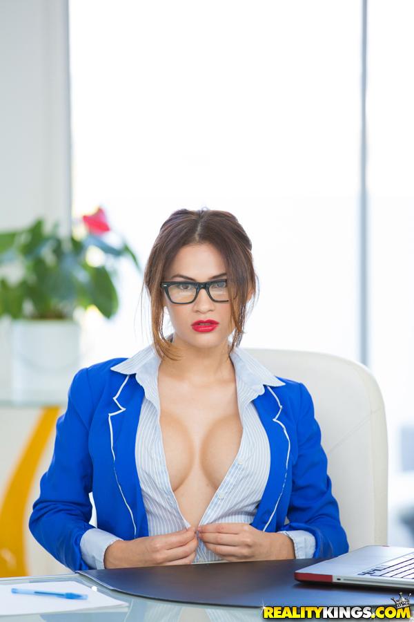 Vanessa Cruz Pornstar muito gata posou para fotos peladinha