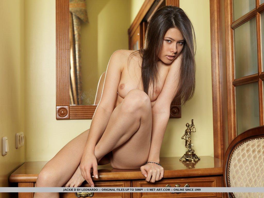 Asiática safadinha pelada dando um showzinho em casa