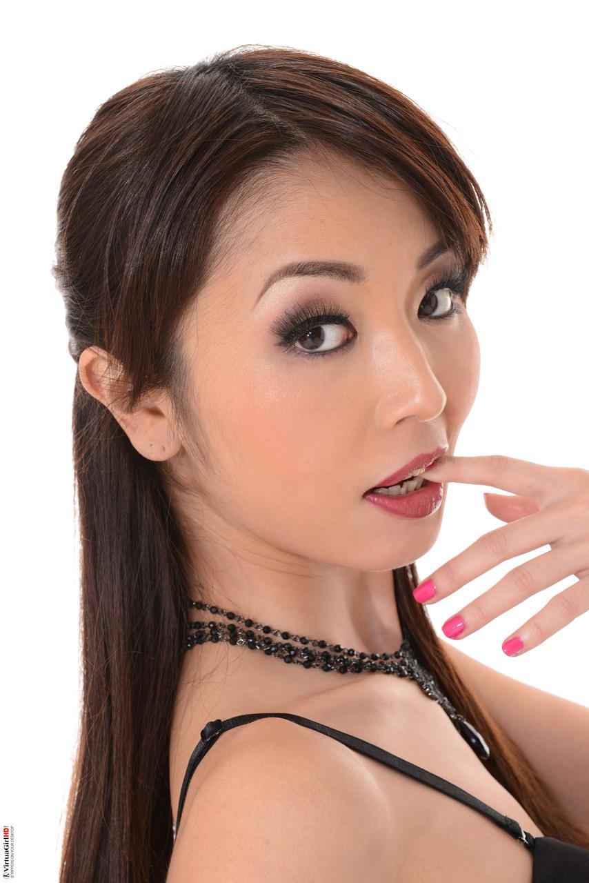 Asiatica novinha pelada Marica Hase louca de tesão querendo dar