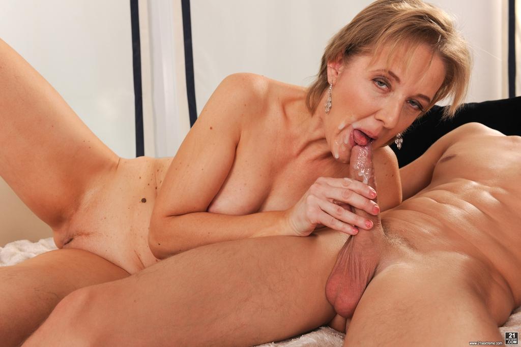 Fotos de sexo com coroa e novinho fazendo um sexo delicioso