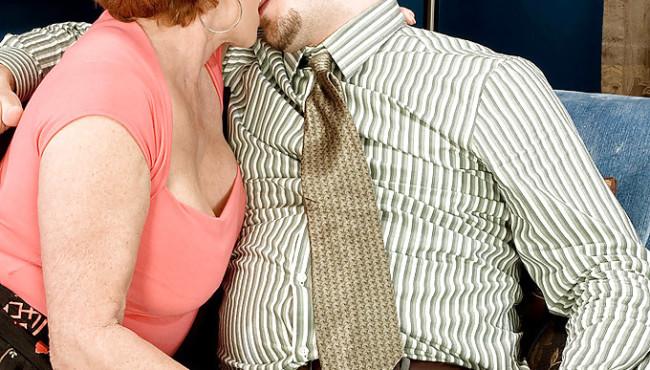 Fotos de sexo com coroa gulosa que deu para o sobrinho sua bucetinha