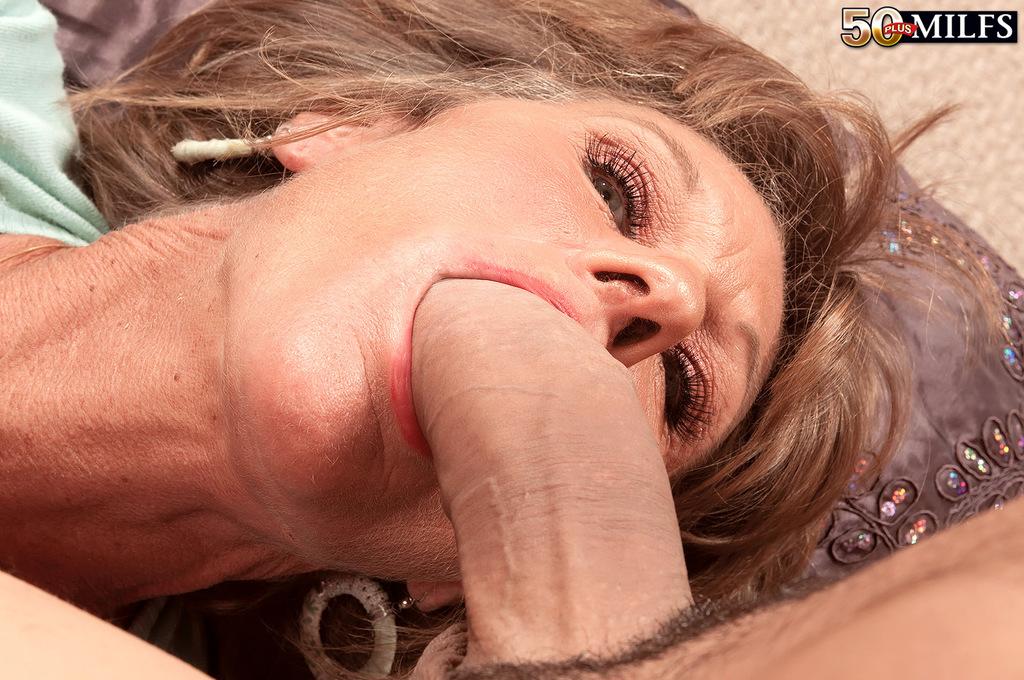 Fotos de sexo com coroa loira fodendo com novinho dotado