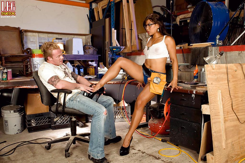Fotos de sexo com eletricista gostosa se pegando na garagem