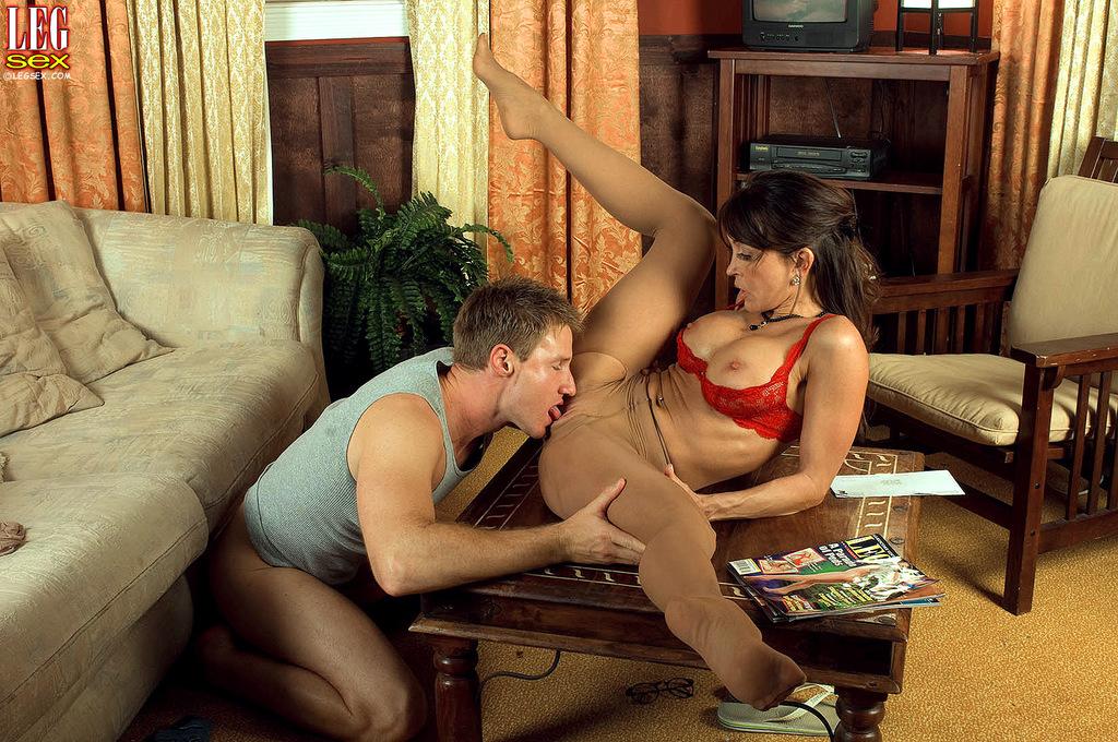 Fotos de sexo com milf safada dando a buceta para o novinho