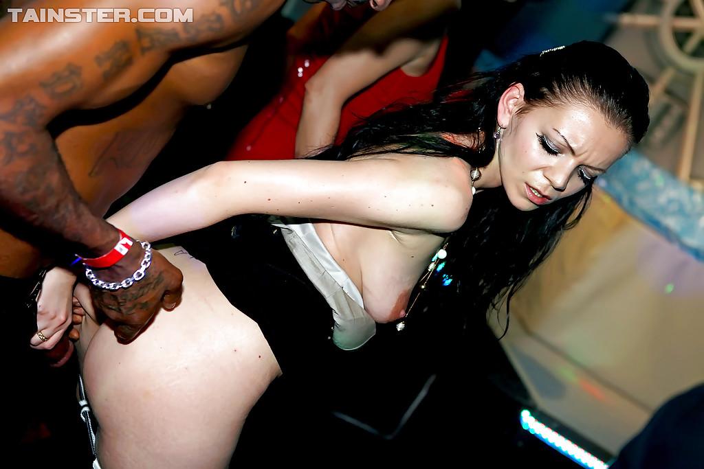 Fotos de sexo em orgia deliciosa com varias gatas fodendo