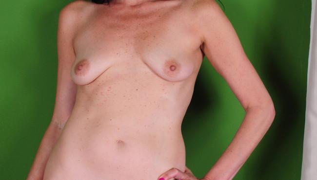 Fotos pornô com coroa bucetuda morena exibindo sua xota gostosa