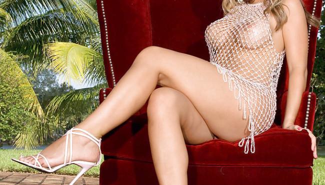 Fotos pornô com loira gostosa se exibindo na frente da camera