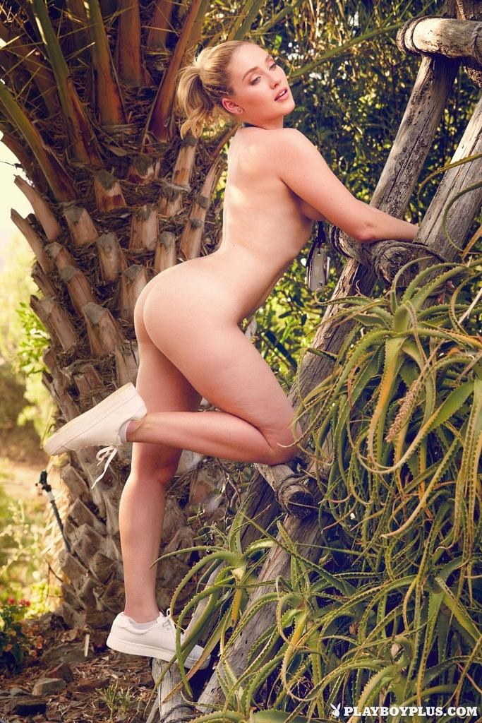 Fotos pornô com loira gostosa pelada sensualizando com seu corpo perfeito