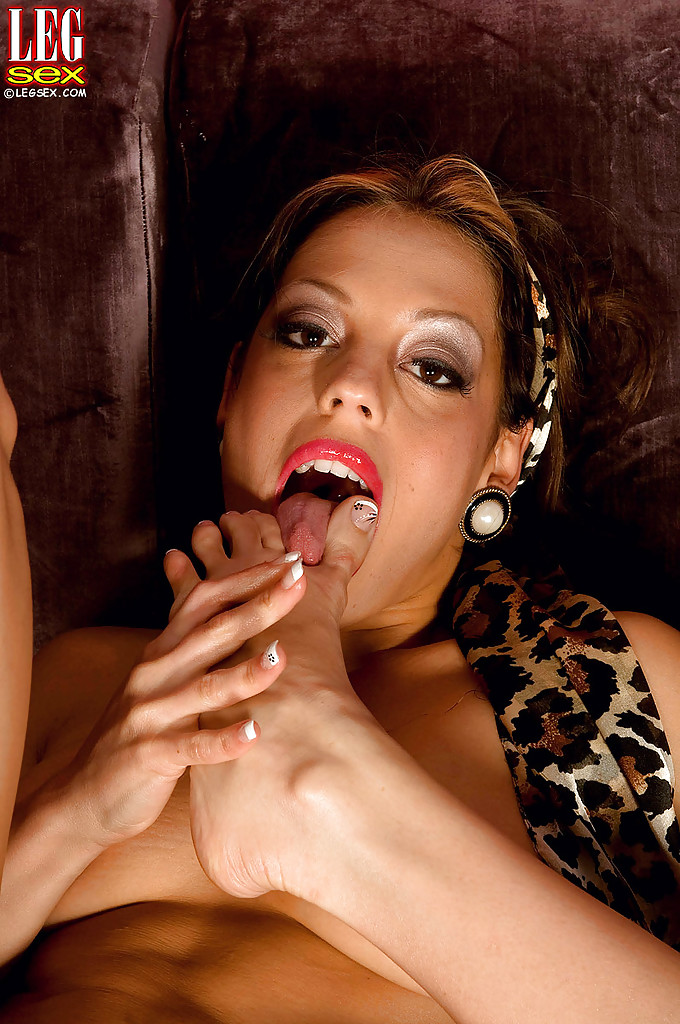 Fotos pornô com milf excitada com muito fogo na buceta querendo dar