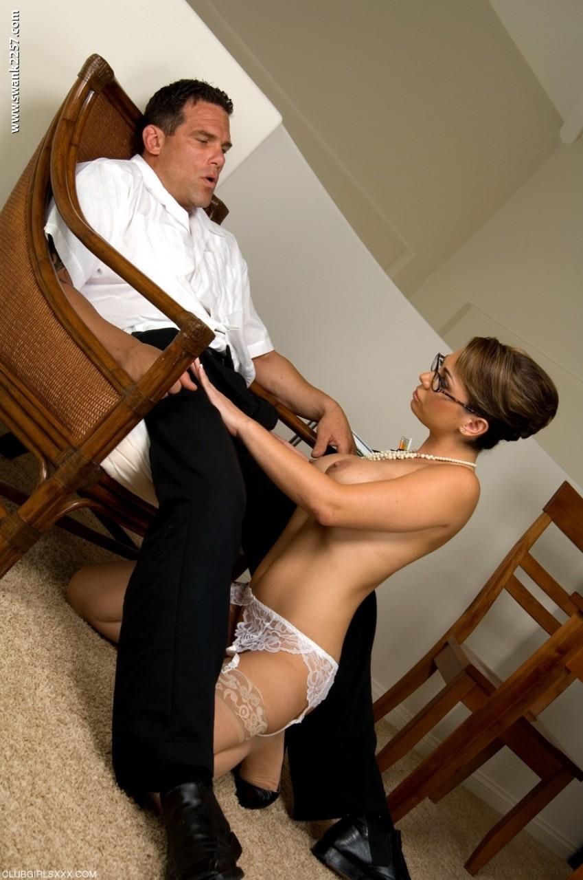 Secretária milf loira gostosa fodendo com o chefe que a arrombou