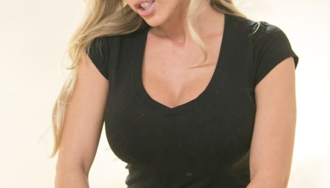 Massagista lésbica fodendo com cliente loira depois se excitar