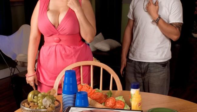 Milf gordinha peituda gostosa trocando um bom sexo por comida