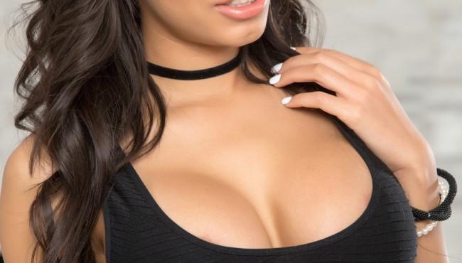 Fotos de sexo com morena peituda gostosa com careca tarado