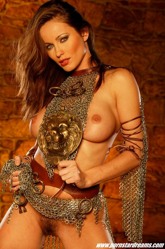 Gostosa fazendo fetiche de guerreira ela gostou da brincadeira