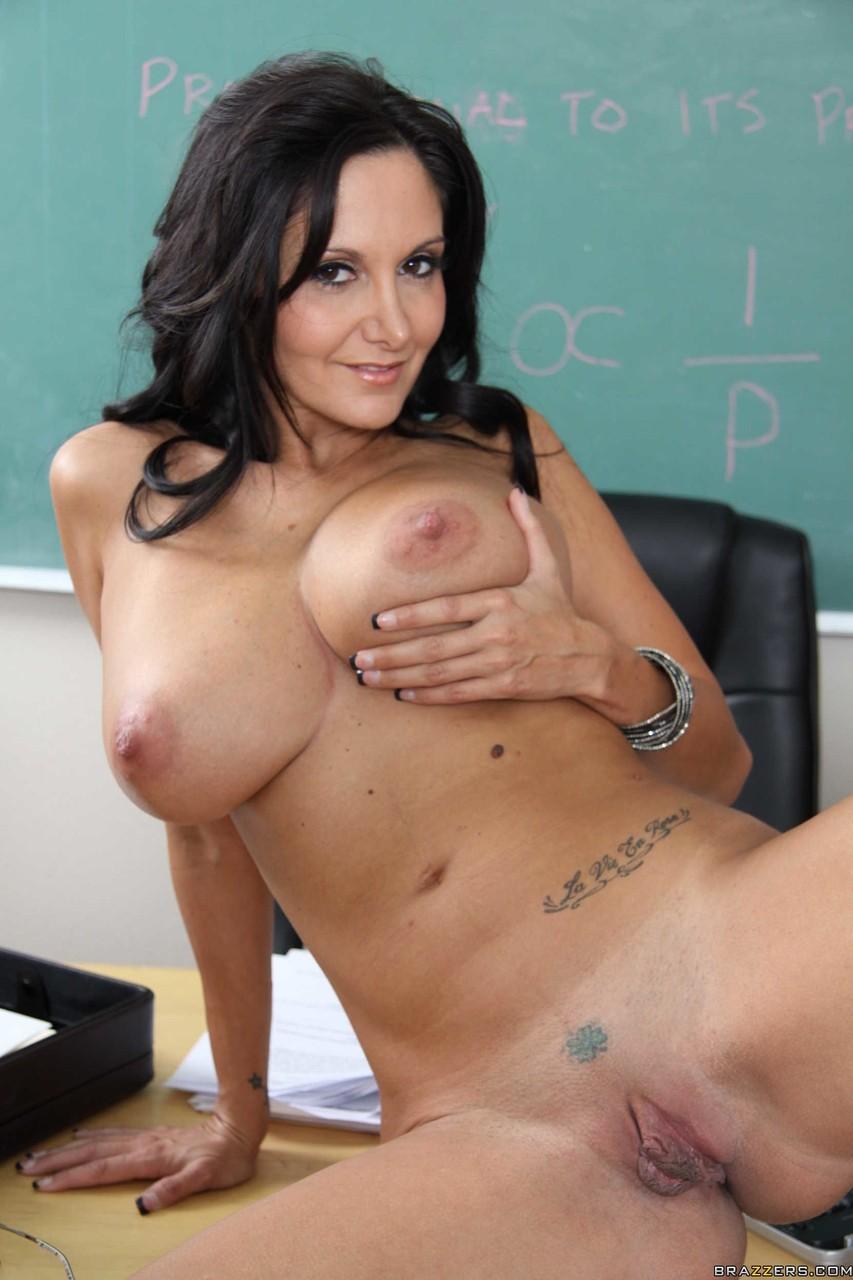 Professora morena gostosa se masturbando e gozando na sala de aula