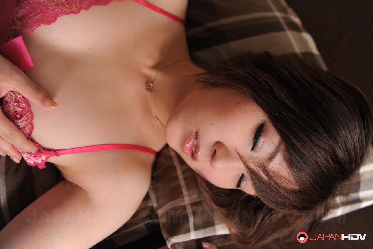 Asiática novinha de lingerie toda molhadinha querendo gozar