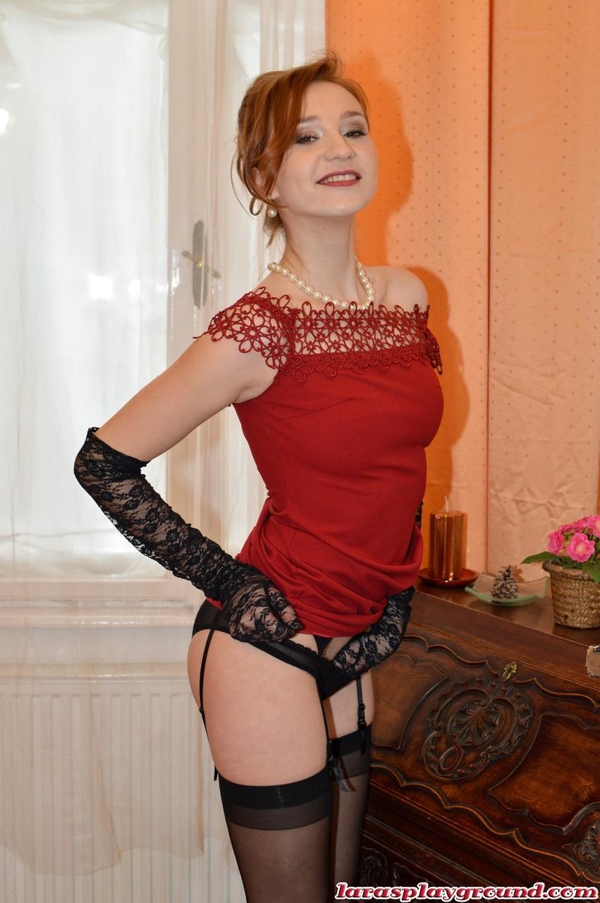 Coroa ruiva muito gostosa se exibindo durante as fotos pornô