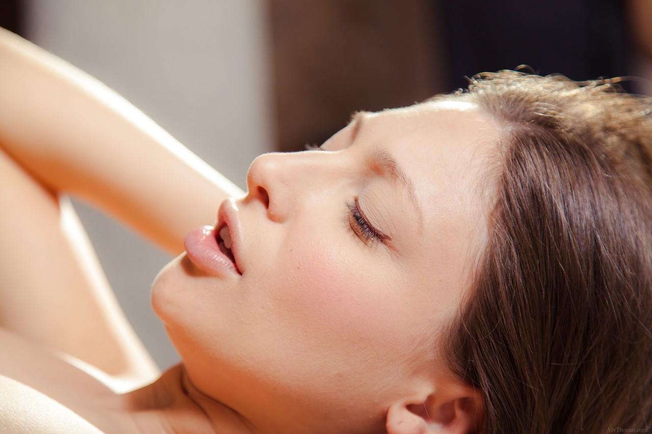 Massagem erótica na loira gostosa que gozou muito com a amiga