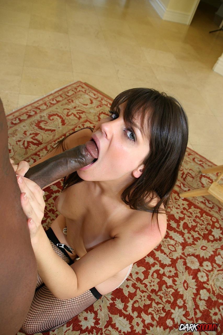 Morena fazendo anal com negão da piroca enorme que arregaçou