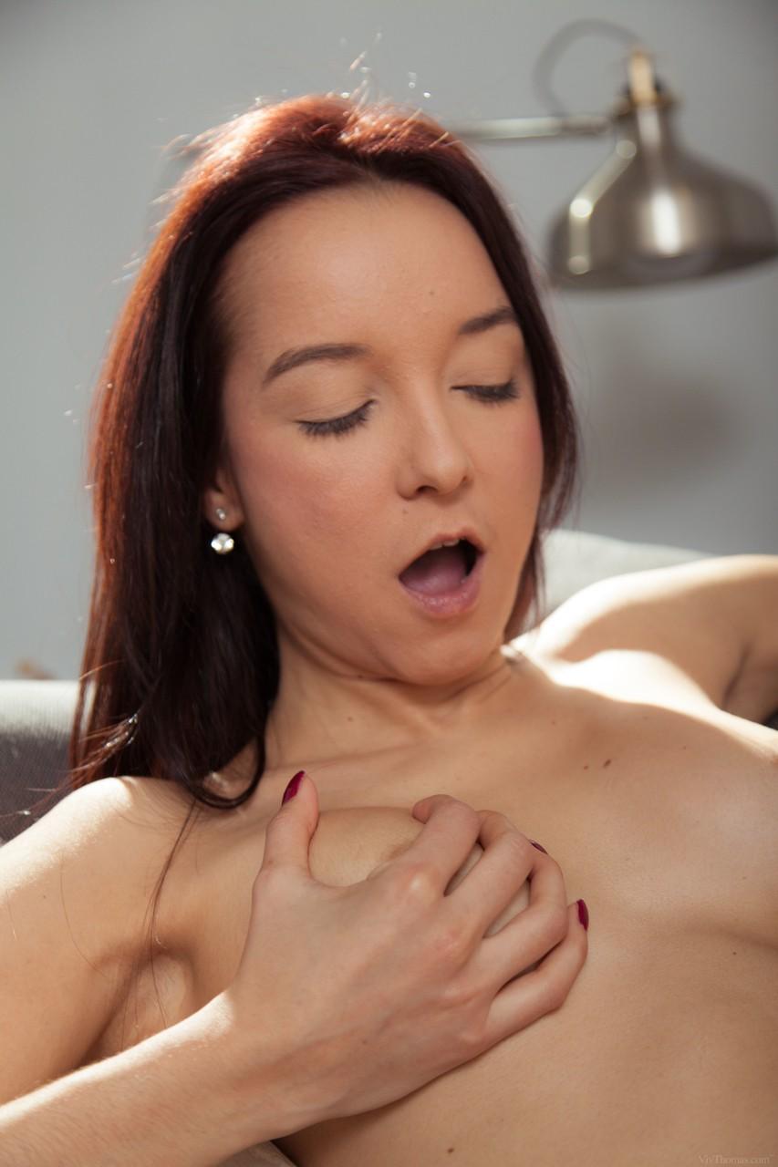 Lésbicas morenas se chupando muito gostoso até gozar loucamente
