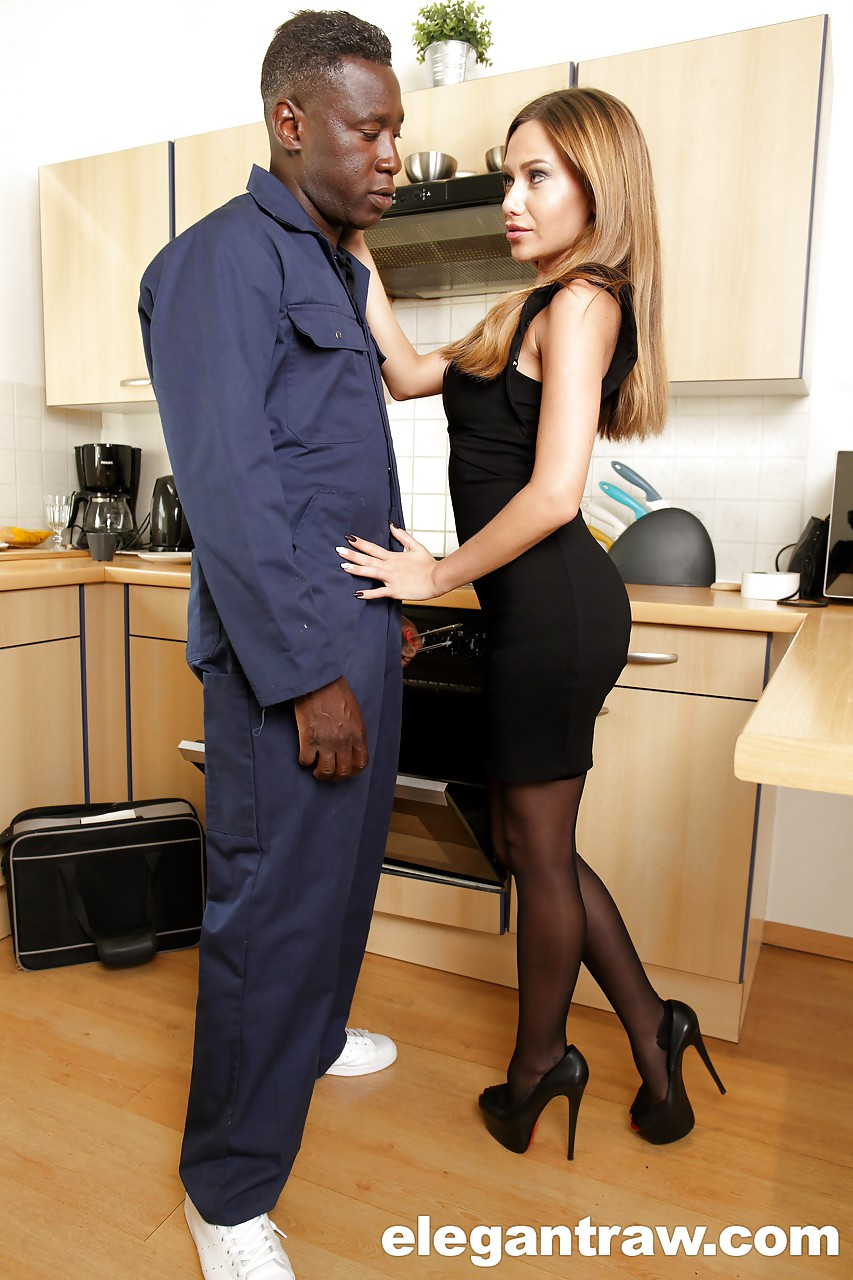 Amante negão com loira gulosa que deu na frente do marido careca