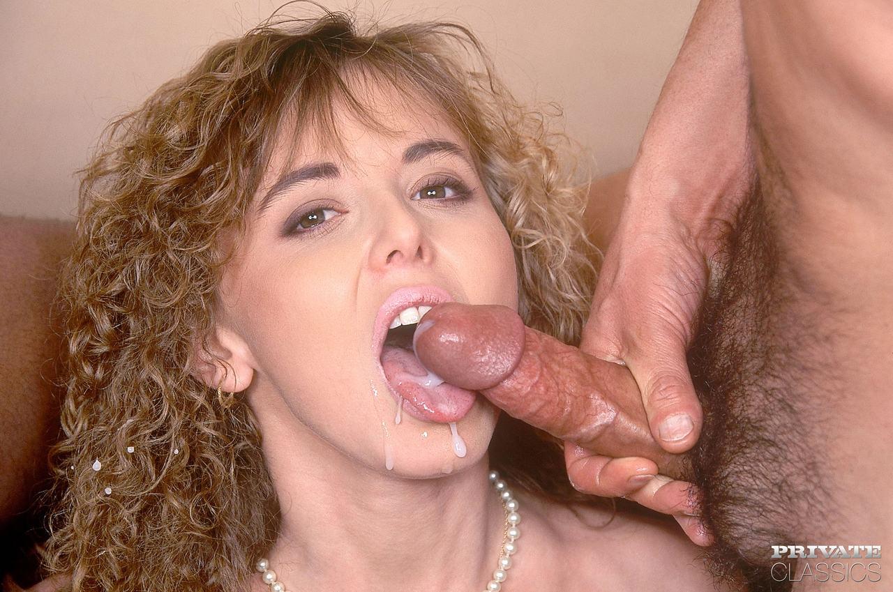 Dupla penetração em loira gostosa marido meteu e o negão também